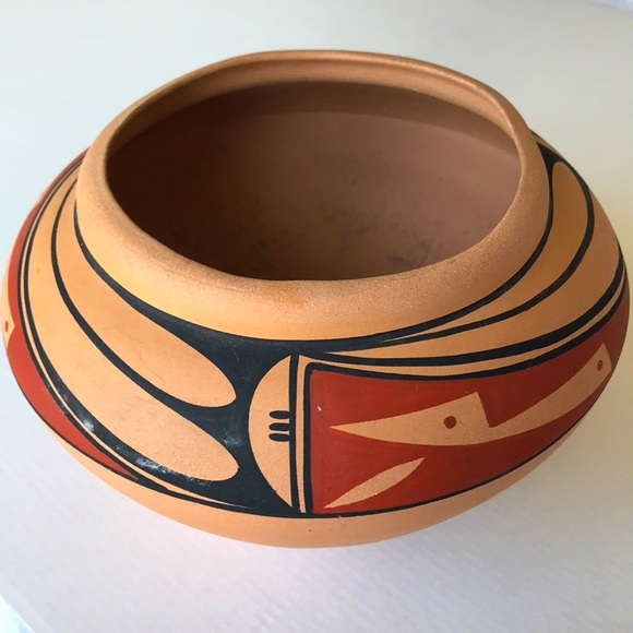 N Gino Laguna New Mexican Traditional Pottery